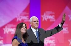 Bầu cử Mỹ: Phó Tổng thống Mỹ Mike Pence bỏ phiếu sớm tại bang Indiana