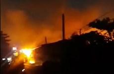Bình Dương: Cháy công ty bao bì khiến cả khu phố mất điện