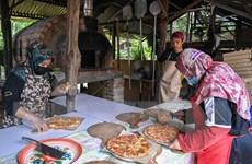 Malaysia: Vượt khó thời dịch COVID-19 nhờ mở nhà hàng pizza tại gia