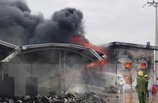 Cháy kho chứa rác, nhiều tài sản trong cụm công nghiệp bị thiêu rụi