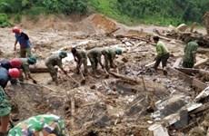 Trưởng Ban Dân vận TW chia sẻ khó khăn với đồng bào xã Trà Leng