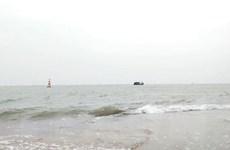 Quảng Bình: Ứng cứu kịp thời 3 ngư dân bị chìm thuyền trên biển