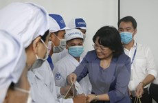 Phó Chủ tịch nước Đặng Thị Ngọc Thịnh thăm, tặng quà Tết cho công nhân