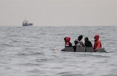 Lực lượng tuần duyên Pháp giải cứu 72 người di cư tìm cách vào Anh