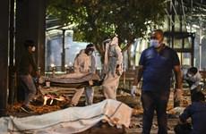 [Video] Cảnh tang thương bên ngoài bệnh viện điều trị COVID ở Ấn Độ
