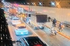 Bốn xe ôtô đâm nhau liên hoàn trong đường hầm vượt sông Sài Gòn