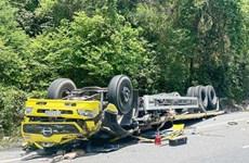 Lật xe tải đông lạnh trên đèo Cù Mông khiến 2 người tử vong tại chỗ
