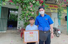 Cảm phục cậu bé 12 tuổi lao vào dòng nước sâu cứu người bị đuối nước