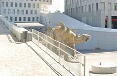 Tây Ban Nha: Phát hiện xác người mất tích trong tượng khủng long