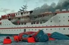 Indonesia: Phà chở 200 người bốc cháy khi đang di chuyển ngoài khơi