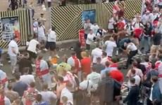 [Video] Hành vi đáng xấu hổ của CĐV Anh sau trận chung kết EURO 2020