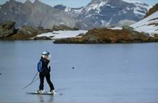 Thụy Sĩ: Băng tan hình thành gần 1.200 hồ nước trên dãy núi Alps