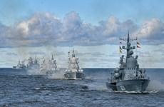 Tổng thống Nga duyệt các tàu chiến tại Lễ diễu binh ngày Hải quân