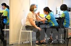 Nhân viên y tế và công chức Hong Kong bắt buộc phải tiêm vaccine