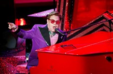 Elton John thay đổi thời gian và địa điểm lưu diễn vì lý do sức khỏe