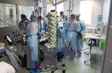 3.000 nhân viên y tế tại Pháp bị buộc thôi việc do không tiêm vaccine