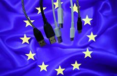 EU đề xuất áp dụng bộ sạc chung cho tất cả điện thoại thông minh