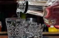 Nga: 14 người tử vong, 8 người nhập viện sau khi uống rượu mạnh tự chế
