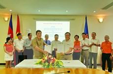 Tài trợ học bổng hàng tháng cho sinh viên Campuchia gốc Việt