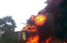 Cháy xe container chở gỗ đang lưu thông trên đường