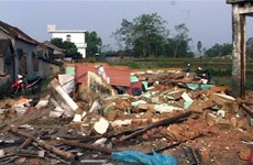 Gió lốc gây tốc mái hàng trăm nhà dân ở Lai Châu
