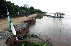 Nước biển xâm thực nghiêm trọng dọc bờ biển Quảng Nam