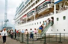 2.200 du khách tàu biển Celebrity Millennium cập cảng Hòn Gai