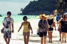 Số người Trung Quốc đi du lịch nước ngoài vượt mốc 100 triệu