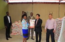 Người Việt tại Benguela tặng 25 tấn gạo cho người dân Angola