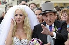 Cựu người mẫu Playboy Cathy Schmitz kết hôn với tỷ phú 82 tuổi