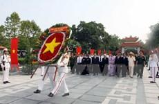 Lãnh đạo Thành phố Hồ Chí Minh dâng hương tưởng niệm liệt sỹ