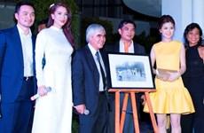 Phóng viên Nick Út về Việt Nam bán đấu giá ảnh làm từ thiện