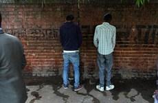 """Ấn Độ: Đi vệ sinh công cộng còn được tiền để giảm """"tè bậy"""""""