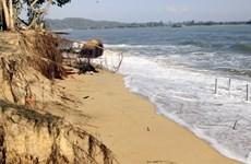 Quảng Bình: Bờ biển Nhật Lệ và Mỹ Cảnh bị sạt lở nghiêm trọng