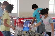 Bình Dương điều tra vụ đưa thực phẩm bẩn vào bếp ăn công nhân