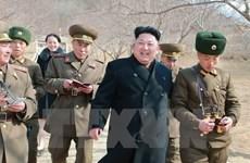Nhà lãnh đạo Triều Tiên Kim Jong-un thị sát nữ phi công bay tập