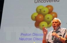 Giáo sư Mỹ nói chuyện với sinh viên Bình Định về mô hình hạt quark