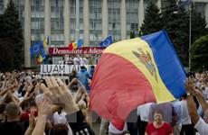 Người biểu tình phản đối chính phủ ở Moldova thay chiến thuật