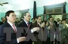 Chủ tịch Ủy ban Mặt trận Tổ quốc dâng hương tại Phủ Chủ tịch