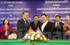 Việt Nam và Lào ký hợp tác về kiều bào giai đoạn 2016-2020