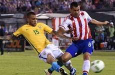 """Brazil """"thoát chết"""" ở phút bù giờ, Uruguay leo lên ngôi đầu"""