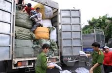 Tạm giữ 6 xe container xuất lậu hàng hóa sang Campuchia