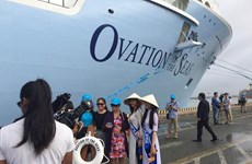 Tàu du lịch biển Ovation of the Seas lần đầu cập cảng Việt Nam