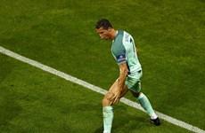 Ronaldo san bằng kỷ lục ghi bàn tồn tại suốt 32 năm của Platini