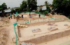 Nhiều mộ táng, di vật được khai quật ở di tích Động Bà Hòe