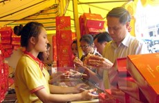 Hà Nội: Sức mua yếu, nhiều cửa hàng bánh Trung thu giảm giá