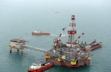 Giá dầu thế giới trượt dốc do nguồn cung dầu mỏ dư thừa