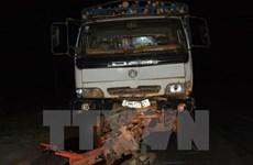 Chạy ẩu, xe chở quặng tông xe máy khiến 1 người tử vong