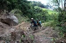 Quảng Ngãi: Tiếp cận được 50 hộ dân bị cô lập do sạt lở núi ở Trà Bồng