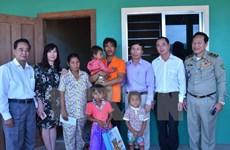 [Video] Đại sứ quán Việt Nam thăm hỏi gia đình cháu bé bị xâm hại